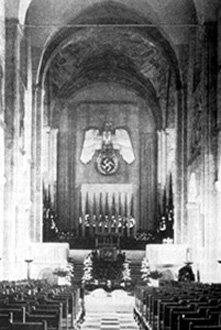 Resultado de imagem para foto da suastica em igreja luterana